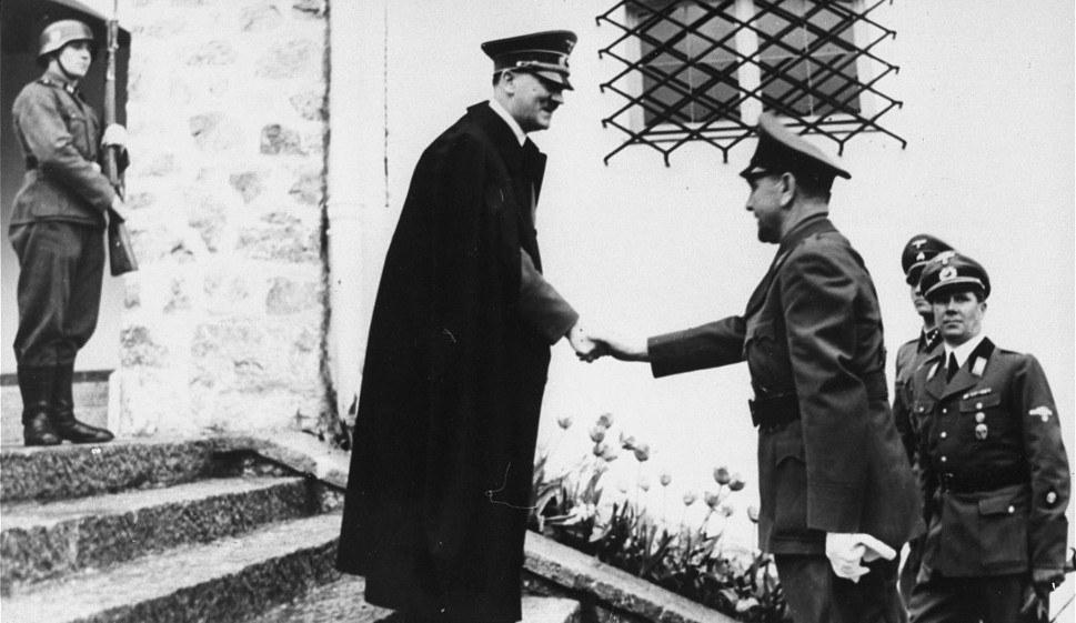 Enge Zusammenarbeit, auch bei der Vernichtung von Gegner - der kroatische Ustascha-Diktator Ante Pavelić (rechts) mit Adolf Hitler (foto: gemeinfrei)