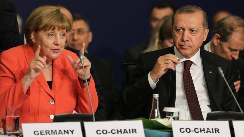 Recep Tayyip Erdoğan (hier mit Angela Merkel) (foto: World Humanitarian Summit / Flickr)
