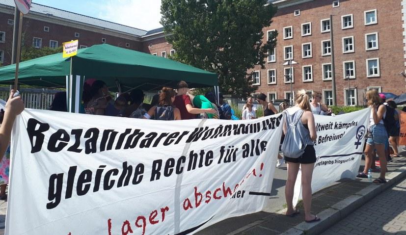 """Ankerzentrum in Manching """"feierlich"""" unter Protest eröffnet"""