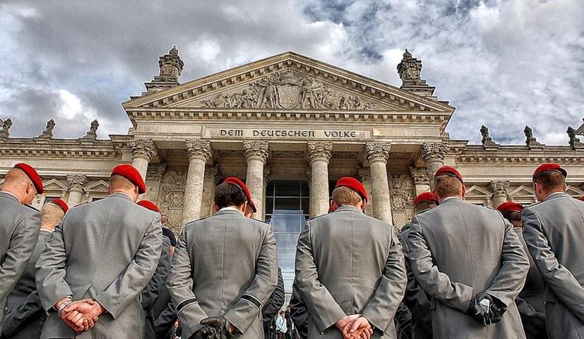 """Reaktionärer Vorstoß für """"allgemeine Dienstpflicht"""""""