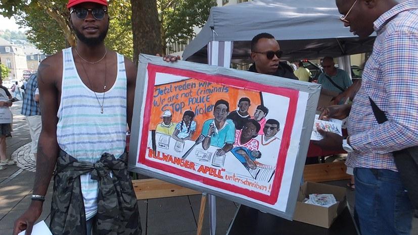 Aktiv bei Unterschriftensammlung und Postkartenverkauf (rf-foto)