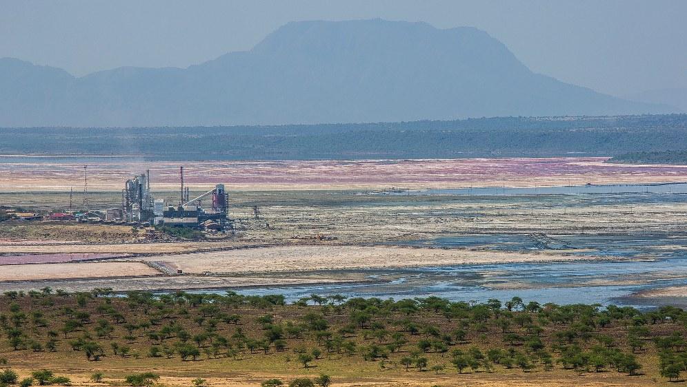 Afrikas Rohstoffe im Visier der Imperialisten - Magadi See in Kenia (Foto Ninara unter CC BY 2.0)