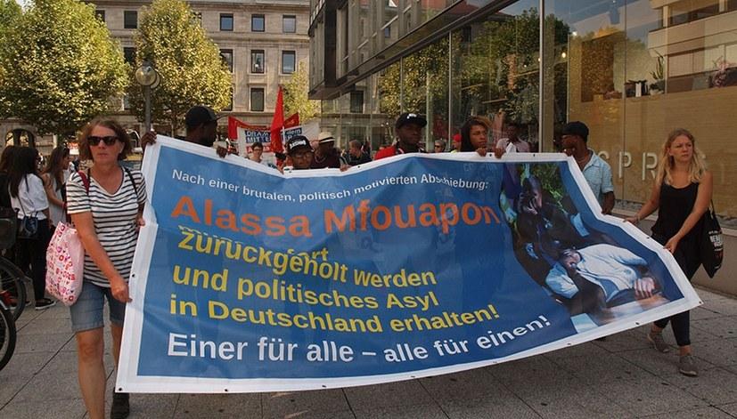 Jugendverband REBELL und Gabi Fechtner: Solidaritätsvideo mit Alassa Mfouapon