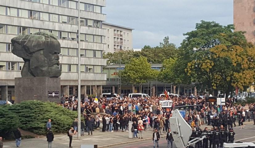 Staatsmacht lässt braunen Mob toben – antifaschistischer Widerstand herausgefordert