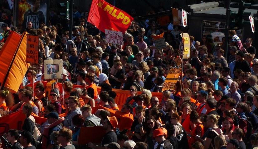 20.000 Menschen bei Demo gegen reaktionäre Flüchtlingspolitik