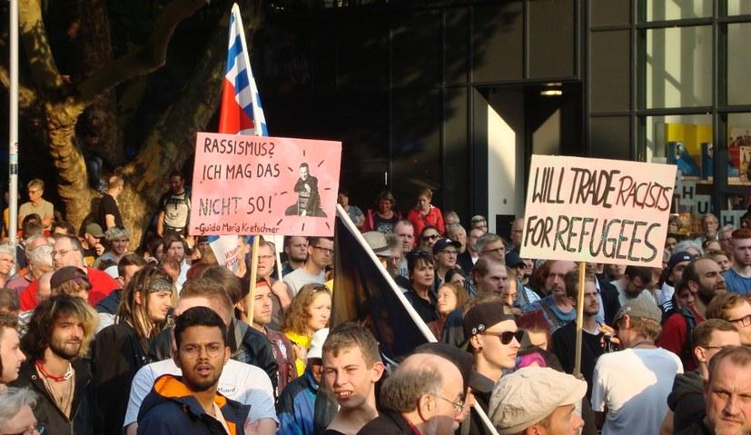 Keinen Fußbreit für Nazis und Rassisten