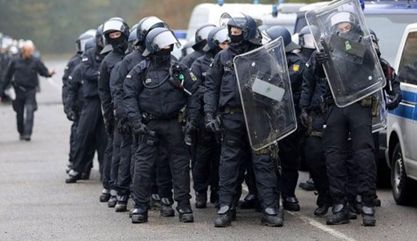 Polizei räumt den Wald