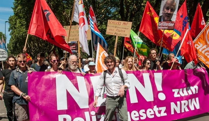 Aktiver Widerstand gegen die Rechtsentwicklung der Regierung contra Spaltung und Kapitulation