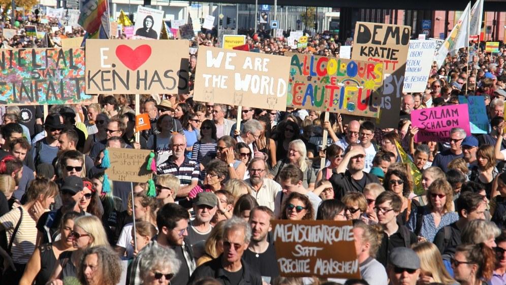 Die große Breite der Demo war für viele der Trumpf des Tages (Foto)