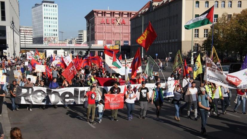 240.000 Menschen entschlossen und streitbar gegen die Rechtsentwicklung der Regierung - mit Bildreport