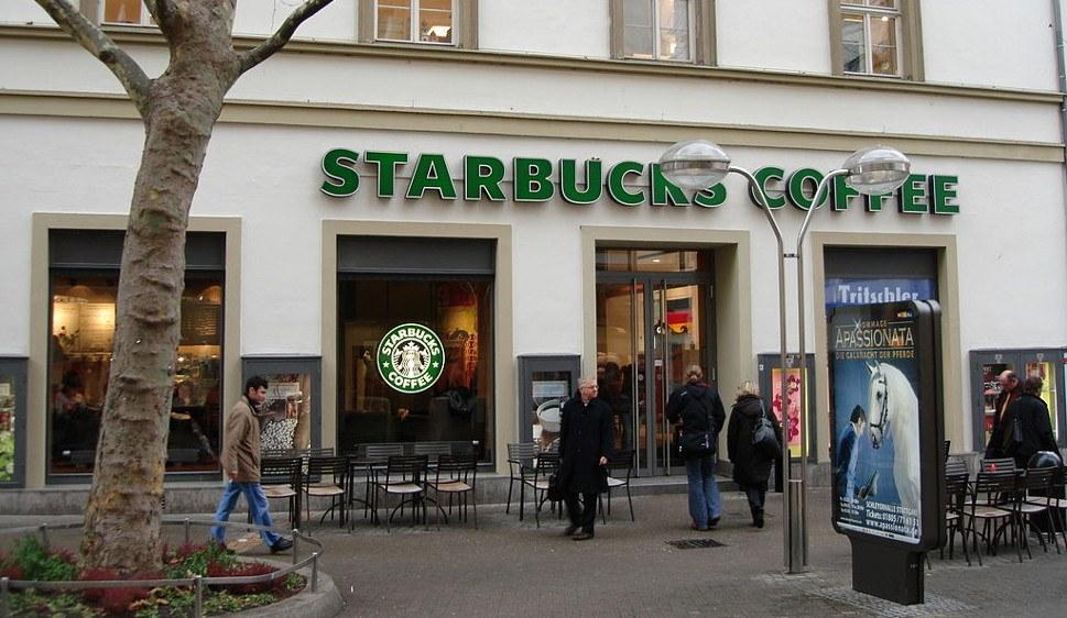 Kaffeehauskette Starbucks profitiert von der Spekulation mit dem Agrarrohstoff Kaffee (CC BY-SA 2.0 de)