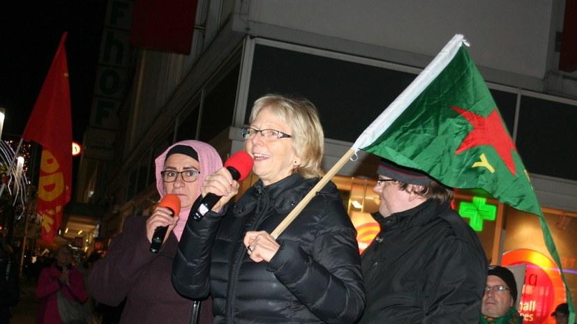 695. Montagsdemo protestiert gegen Eingriff der Polizei in Versammlungsrecht