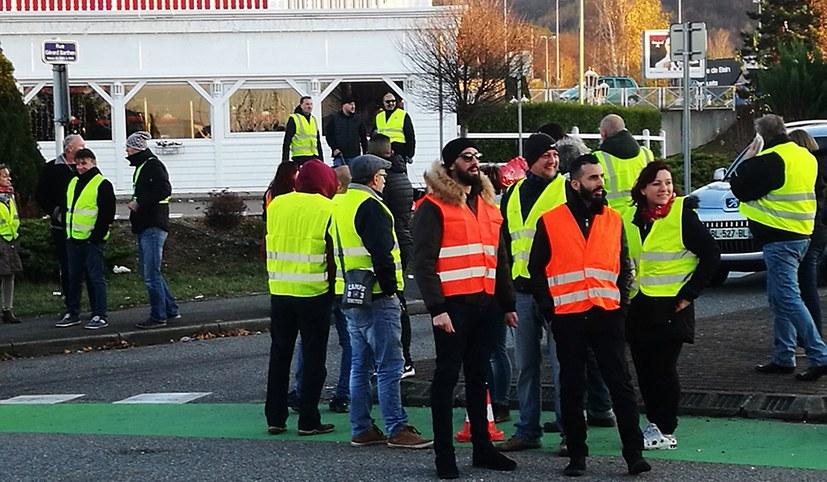 Massenproteste mit Blockaden gegen Steuererhöhungen
