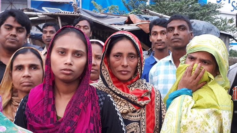 MLPD-ICOR-Delegation mit Betroffenen am Mahnmal der Rana Plaza-Katastrophe