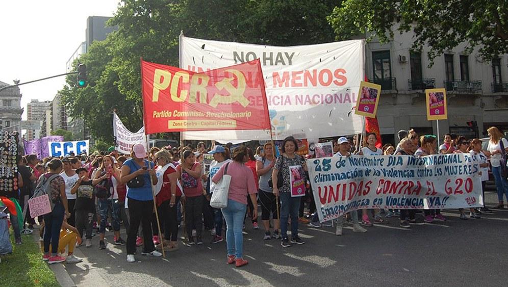 Massenproteste gegen die Macri-Regierung - hier speziell für den Schutz von Frauen gegen Gewalt (rf-foto)