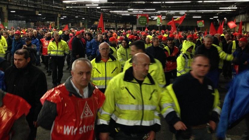 Warnstreikende Kollegen bei Ford in Köln anfang des Jahres (rf-foto)