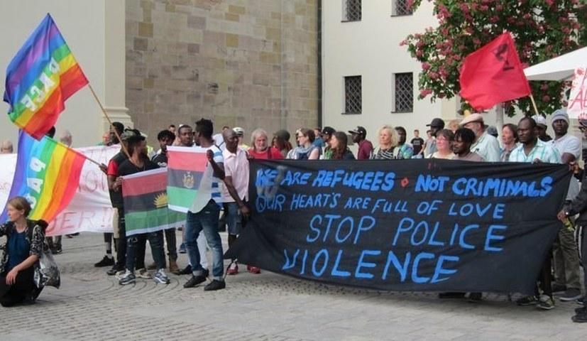Protest gegen die Weigerung der Landesregierung, die Unterschriften anzunehmen!