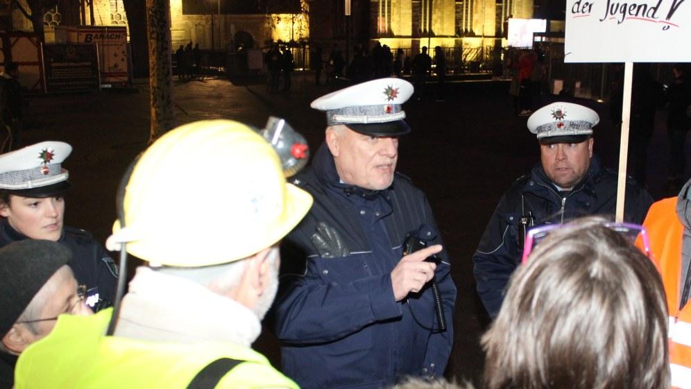 Polizei droht mit Strafanzeigen (Foto: RF)