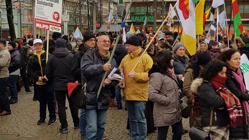 """""""Freiheit für Öcalan, Freiheit für Kurdistan!"""""""