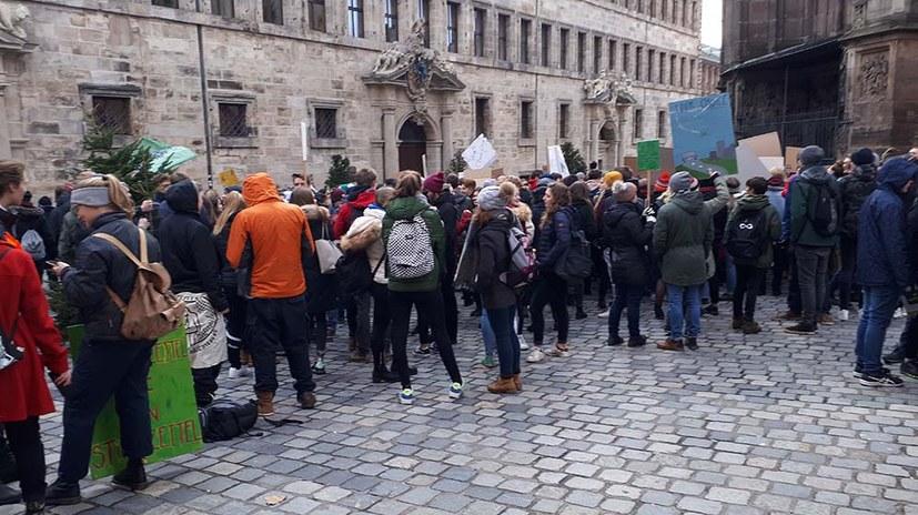 Jugendproteste gegen desaströse Klimapolitik der Regierungen