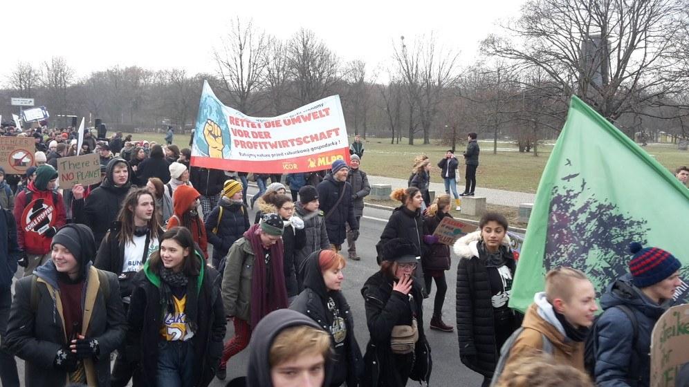 MLPD-Transparent bei der Demo in Berlin (Foto: RF)