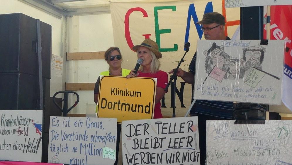 Blick ins Streikzelt bei den Warnstreiks der Uniklinik Düsseldorf mit einer Delegation aus Dortmund anno 2018 (rf-foto)