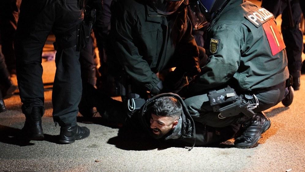 Brutale Polizeigewalt gegen friedliche kurdische Demonstration