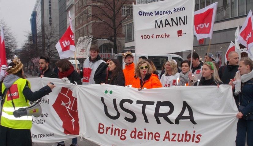 Mehr als 10.000 Streikende in NRW