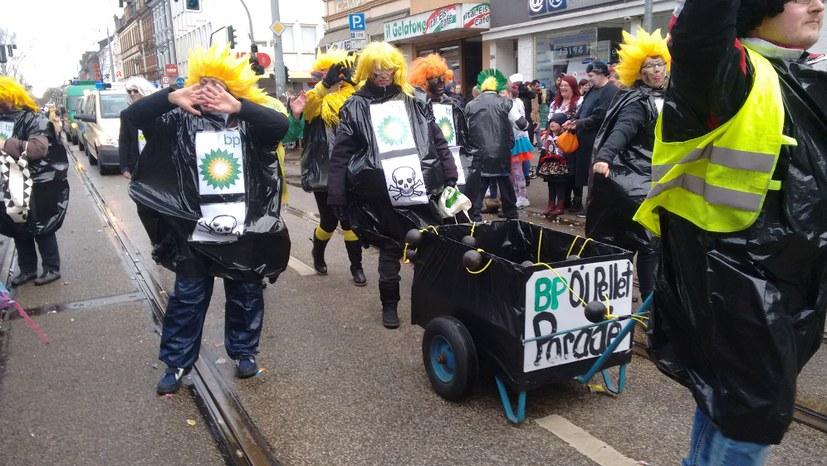 HelAUF – muntere Pelletparade am Rosenmontag in Erle