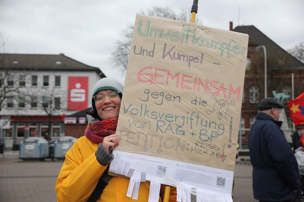 Umweltkämpferinnen, Umweltkämpfer und Kumpel gemeinsam auf die Straße