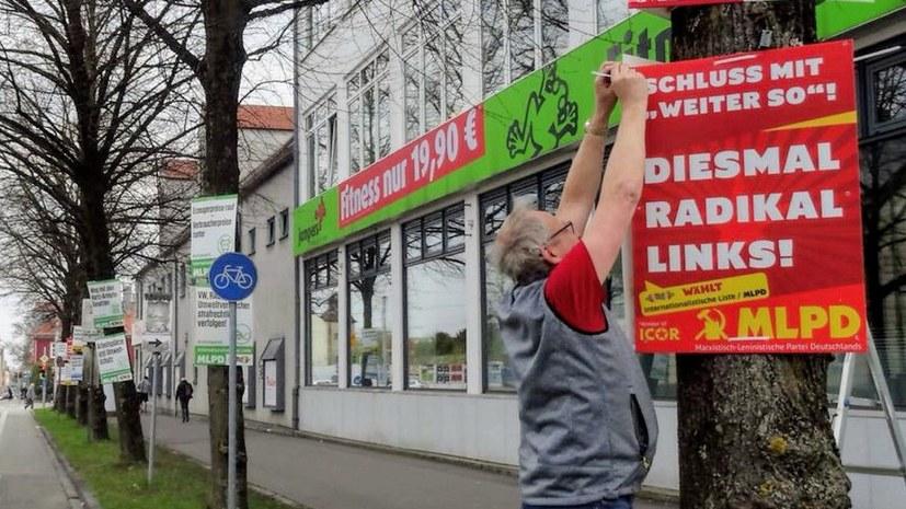 """Plakateinsatz zu den Klängen der """"Internationale"""""""