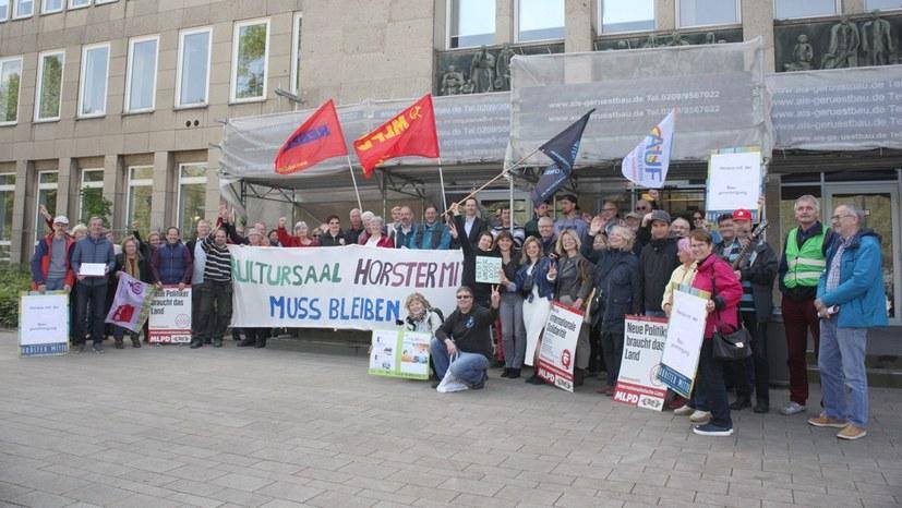 """Protest für Baugenehmigung: """"Kämpft das durch, wir stehen hinter euch!"""""""
