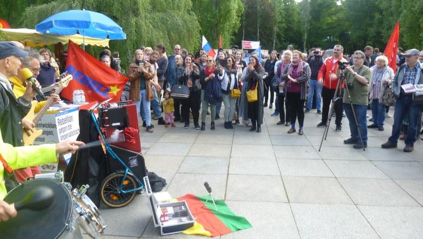 ICOR¹-Kundgebung am sowjetischen Ehrenmal