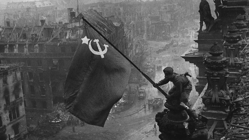 """""""Wir werden mit roten Fahnen und Stalin-Porträts demonstrieren"""""""