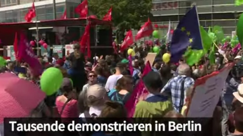 26630ea40d043 Großer Protest gegen Nationalismus