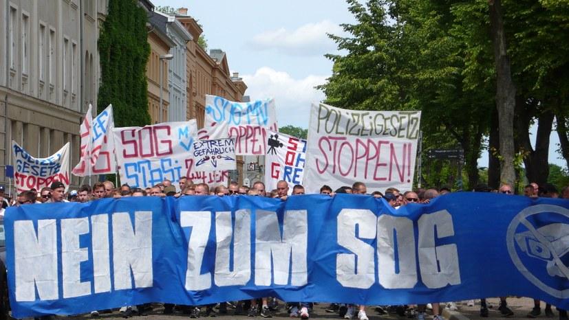"""Breiter Protest gegen """"Sicherheits- und Ordnungsgesetz"""""""
