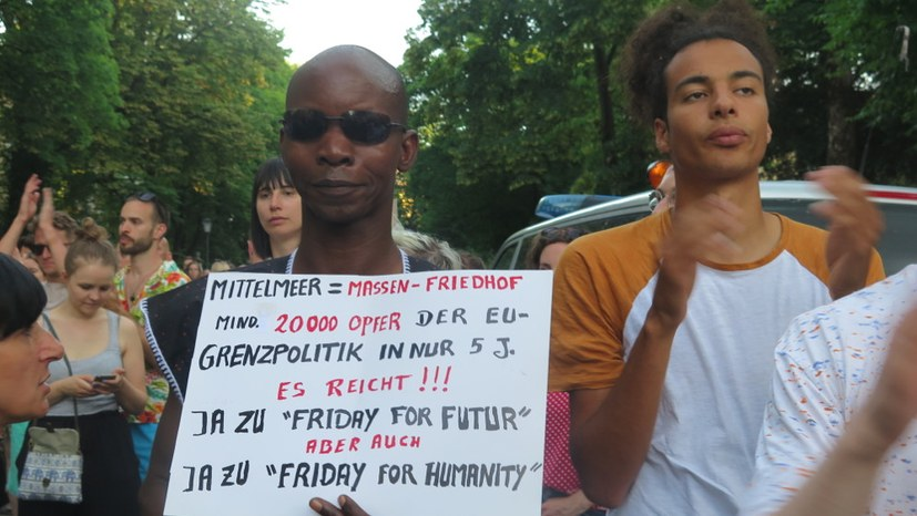 Proteste vor der italienischen Botschaft in München