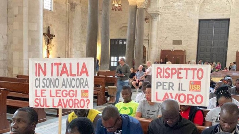 Migranten aus Afrika protestieren gegen unmenschliche Arbeitsbedingungen