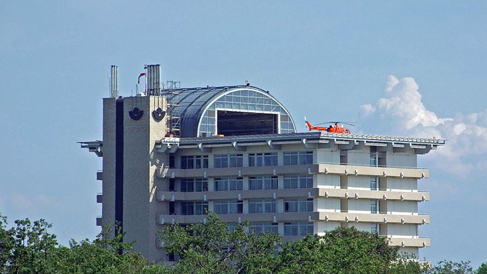 Mit dem Hubschrauber aus der Fläche ins Großklinikum? Hier die BG-Unfallklinik in Frankfurt-Seckbach (foto: dontworry  (CC BY-Sa 3.0))