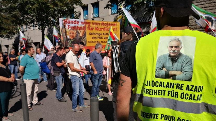 Proteste gegen die türkischen Angriffspläne in mehreren Städten