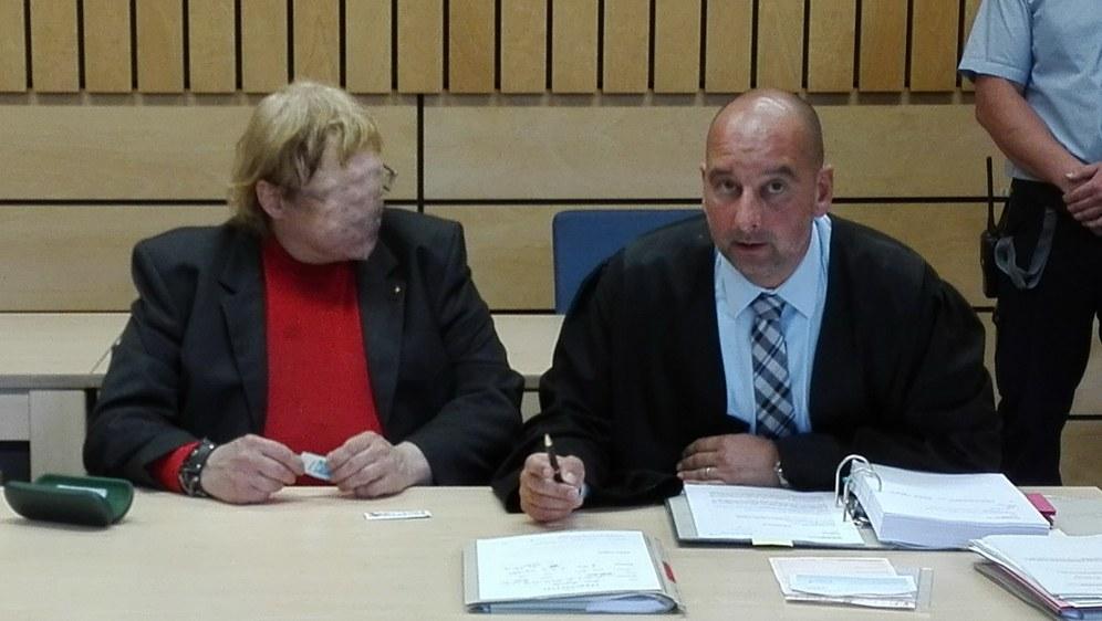 Faschist Jörg Reger (links) und sein Pflichtverteidiger Schubert (Foto: RF)