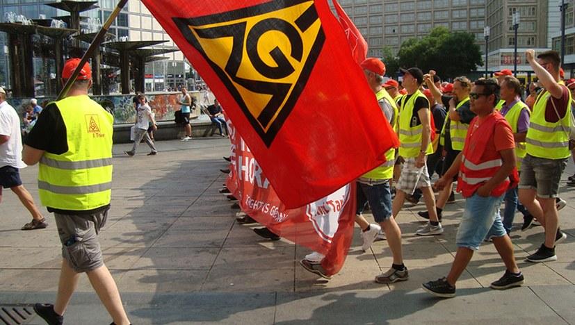 Kämpferische Demonstration der streikenden Riva-Kollegen