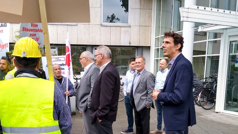 Hitzige Diskussionen vor der IGBCE-Zentrale in Hannover
