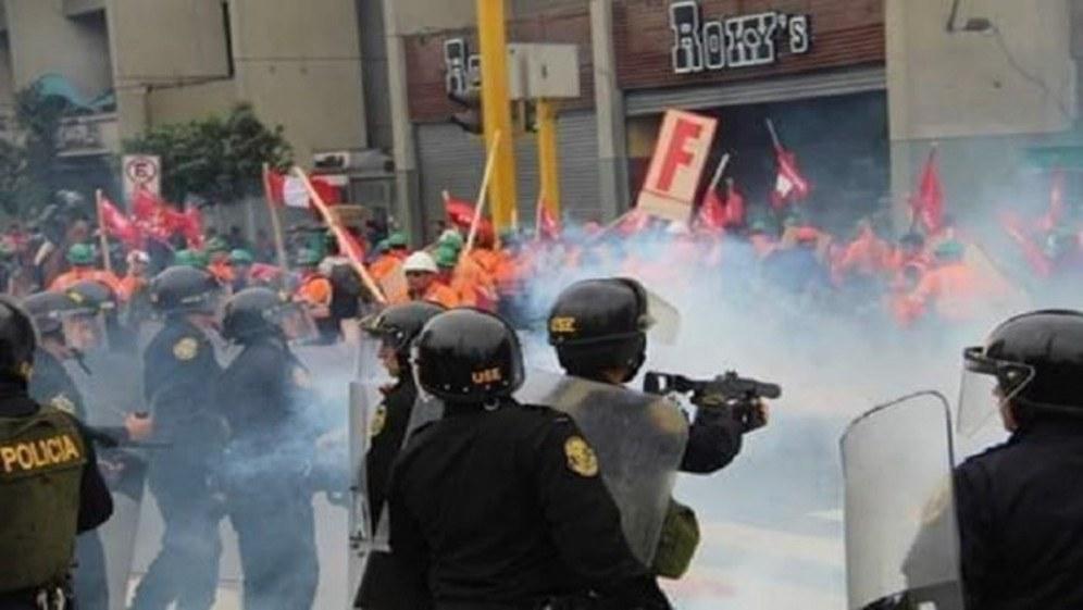 Polizei geht mit Reizgas brutal gegen die kämpfenden Bergarbeiter vor (Foto: laizquierdadiario.com)