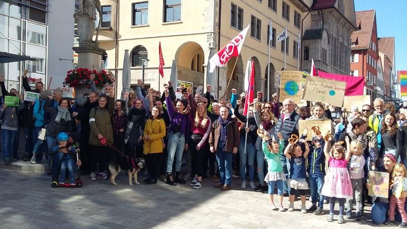 Bis zu 170 Teilnehmerinnen und Teilnehmer auf der Straße