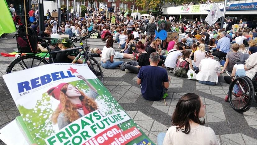 Polizei Dortmund erklärt vor dem Verwaltungsgericht: Sie wird NICHT - wie zuletzt - rechtswidrig gegen MLPD-Embleme vorgehen!