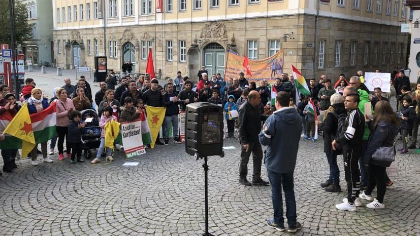 Kurden und Einheimische demonstrieren gemeinsam