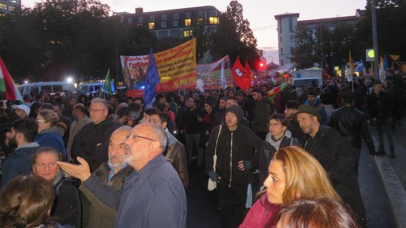 Rund 5.000 am Tag X in Berlin-Kreuzberg und -Neukölln auf der Straße