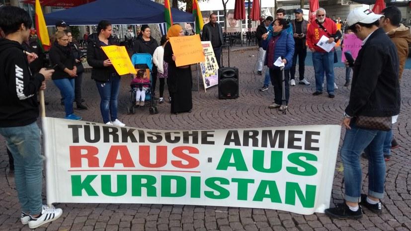 """""""Türkische Armee – raus aus Rojava!"""""""