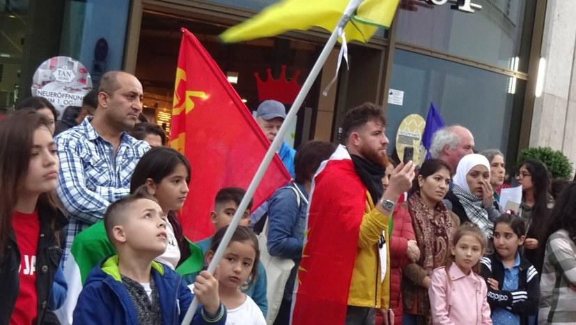 """""""Hände weg von Rojava!"""" - 250 Menschen bei Montagsdemonstration"""